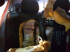 La Guardia Civil detiene a dos personas en el puerto de Málaga e interviene 18,5 kilos de hachís