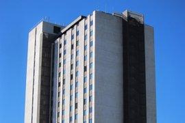Recibe el alta un operario herido al caer un montacargas del hotel Princesa Sofía