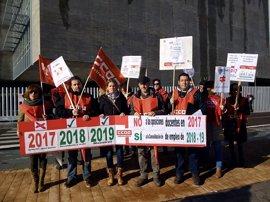 CCOO Extremadura registra 2.500 firmas para negociar la oferta de empleo docente