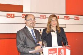 """Lambán estima que Susana Díaz """"es la persona más adecuada para liderar el PSOE"""""""