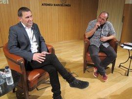 """Arnaldo Otegi: Carles Puigdemont irá """"hasta el final"""" y el proceso no tiene vuelta atrás"""