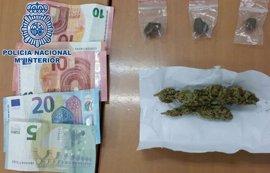 Detienen a un joven de 19 años por vender marihuana y hachís a dos menores