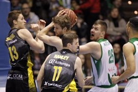 Iberostar Tenerife no falla y Valencia Basket sigue su estela