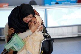 Al menos 27 pasajeros han sido detenidos en aeropuertos de Estados Unidos tras la orden de Trump