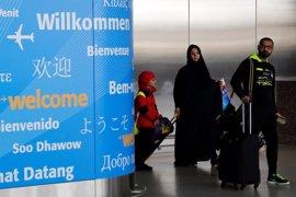 Una juez emite un aplazamiento de emergencia para permitir a pasajeros con visado permanecer en EEUU