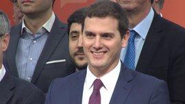 """Rivera dice que Ciudadanos """"dará la batalla política"""" al PP porque, además de pactar, debe ganarle en las urnas"""