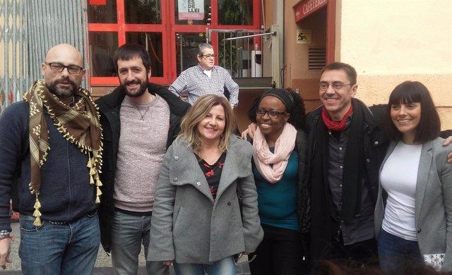 Juan Carlos Monedero (segundo por la derecha) y otros miembros de Podemos
