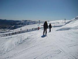 Casi 5.000 usuarios disfrutaron de las estaciones de esquí asturianas este fin de semana