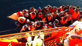 Llegan al puerto de Almería las 73 personas rescatadas de dos pateras en el Mar de Alborán