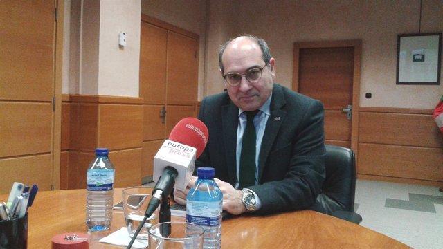 El Consejero Vasco De Salud, Jon Darpón,