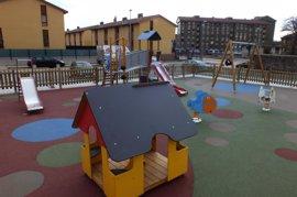Ayuntamiento empieza a renovar 33 áreas de juegos infantiles con elementos para pequeños con diversidad funcional