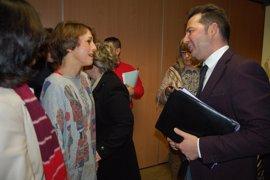 Más de 150.000 firmas al Ministerio en apoyo a la madre de Maracena cuyos hijos han de volver a Italia