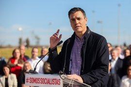 Pedro Sánchez se apoyará en las plataformas de críticos y militantes en su carrera, ante la falta de respaldo orgánico