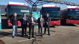 Tussam pone en servicio 15 autobuses propulsados por gas natural en Sevilla que reducirá toneladas de CO2 al año