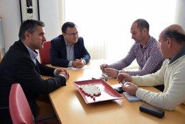 El PSOE pide al Gobierno ayudas para los productores de leche de cabra ante la bajada del precio