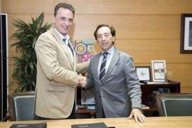 Ayuntamiento de Torremolinos e Intu fomentarán la inserción laboral de desempleados en el futuro centro comercial