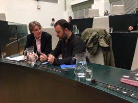 Los concejales sustituyen en el Pleno las botellas de plástico por jarras de agua como gesto ejemplarizante