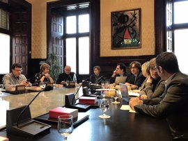 JxSí y la CUP evitan que Puigdemont comparezca en el Parlament por el caso Vidal