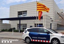 Un detenido y dos registros por la filtración de datos personales de 5.600 mossos
