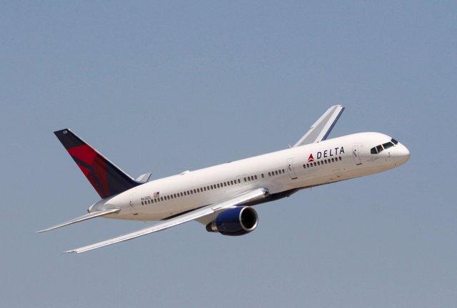 Delta recupera la normalidad tras un fallo en el sistema informático que obliga a cancelar 280 vuelos