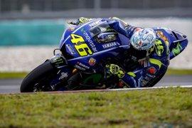 """Rossi supera su jaqueca y completa """"un buen día"""" en Sepang"""