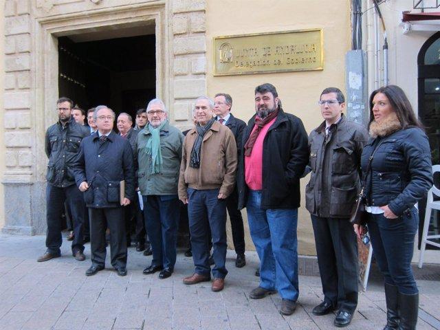 Los representantes empresariales y sindicales ante la Delegación de la Junta