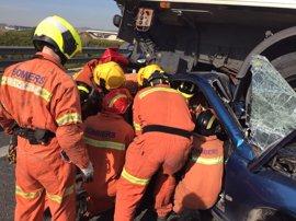 Sucesos.- Dos personas resultan heridas en un accidente entre un coche y un camión en la A-7