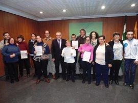 Cuatro alumnos con discapacidad realizan prácticas laborales en los servicios de Igualdad de la Junta