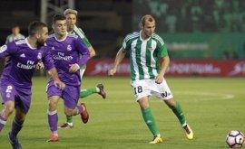 Zozulia se marcha del Betis y jugará cedido en el Rayo Vallecano