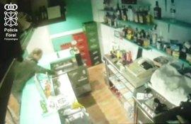 Detenido por hurtar una cartera con 500 euros en un bar de Pamplona