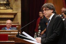 """Puigdemont garantiza a los cónsules que hará el referéndum: """"Superaremos las amenazas"""""""