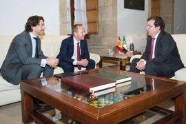 Fernández Vara se entrevista en Mérida con el nuevo director general de British American Tobacco