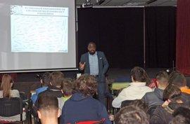 Unicaja traslada a estudiantes de Jaén una visión sencilla del mundo financiero
