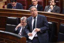 """Zoido evita más """"promesas"""" sobre el sueldo de guardias civiles y espera a los PGE"""
