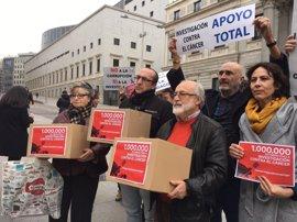 Dos andaluces entregan al Ministerio 1,6 millones de firmas para investigar contra el cáncer