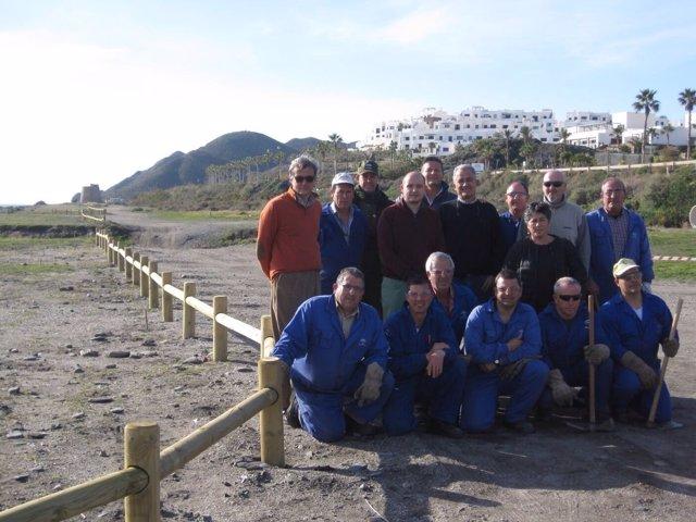 El delegado de Medio Ambiente de Almer visita actuaciones en la playa de Macenas
