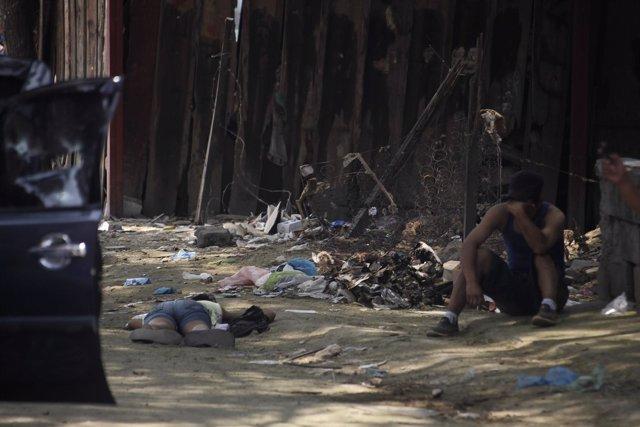 Niños en situación de pobreza en una calle de Honduras
