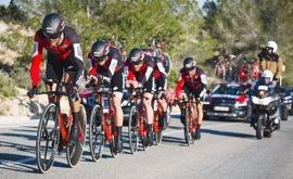 El BMC conquista la crono y el italiano Senni, primer líder de la Volta a la Comunitat Valenciana
