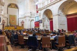 Los grupos acuerdan que IU esté en la Mesa del Parlamento con una vocalía