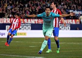 El Barça salva el empuje de un Atleti obligado a remontar