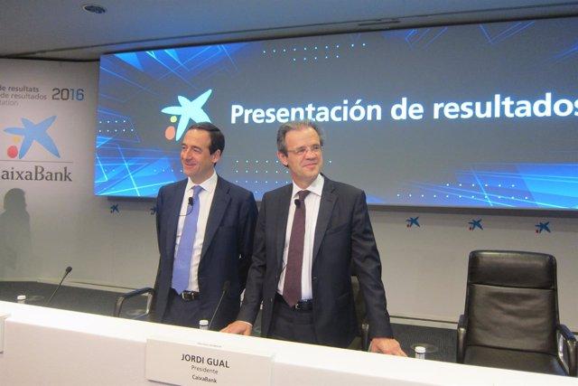 El consejero delegado de CaixaBank, G.Gortázar, y el presidente, J.Gual