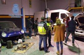 Policía Nacional localiza dos talleres sin licencia en Lorca y uno de sus empleados sin permiso de residencia