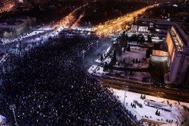 Seis países aliados de Rumanía le reclaman que retire el polémico decreto