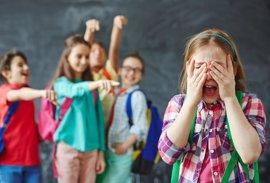 La Comunidad distribuirá este mes y el que viene las guías de prevención del suicidio en centros escolares