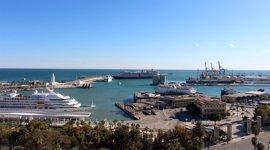 El puerto de Málaga mueve tres millones de toneladas en 2016 y espera más tráfico de vehículos y contenedores este año