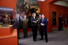 Cospedal visita la Exposición de Cervantes en el Museo del Ejército de Toledo