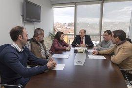 Mazón estudiará construir un parque infantil con zonas verdes en Villegar