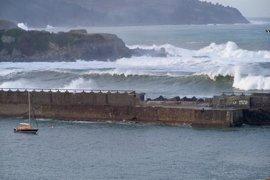 Alertan de vientos de más de 120 km/h para este viernes y el sábado en zonas expuestas de Euskadi