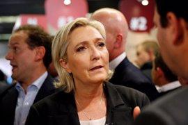 Polémica expulsión de un periodista que intentaba preguntar a Le Pen