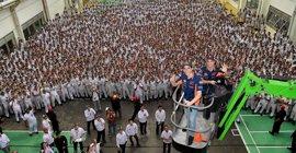 Márquez y Pedrosa se dan un baño de masas en Indonesia antes de la presentación oficial del Repsol Honda